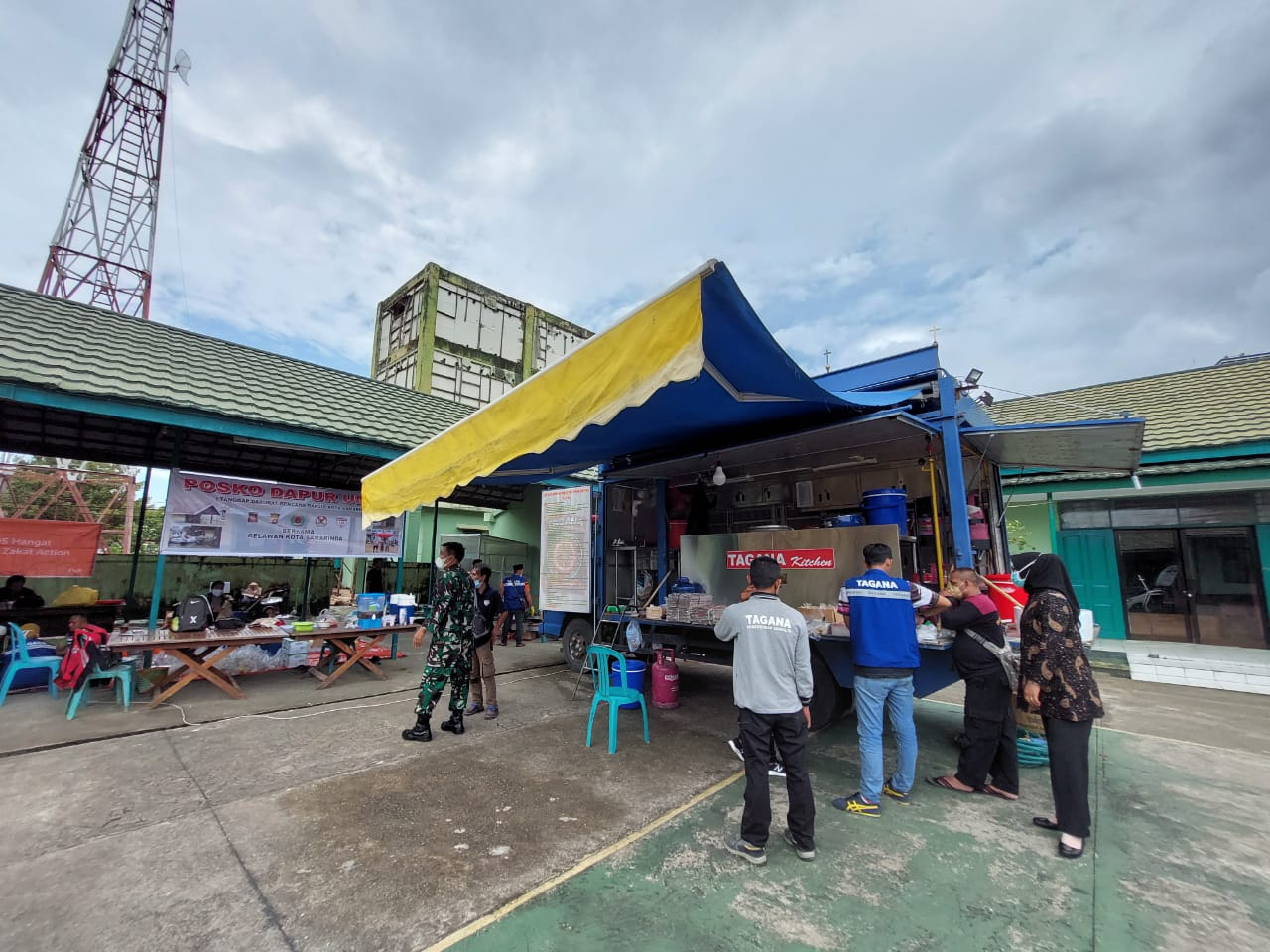 Dapur Umum Untuk Korban Banjir