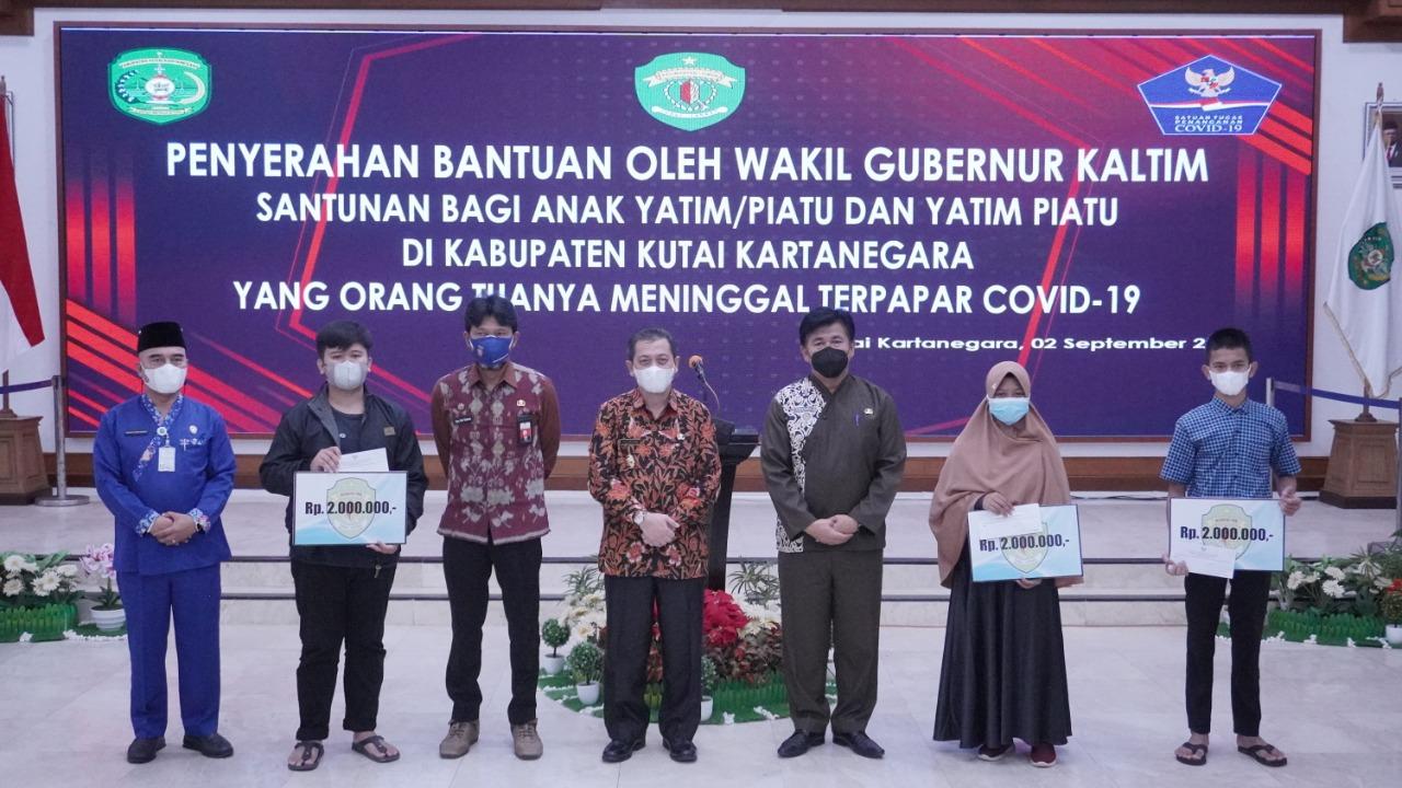 Penyerahan Bantuan Untuk Anak Yatim Piatu Korban Covid-19 di Kukar